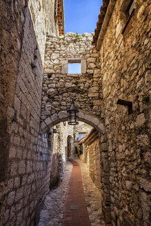 France, Provence-Alpes-Cote d'Azur, Eze, medieval village, narrow alley and old stone walls - ABOF00349