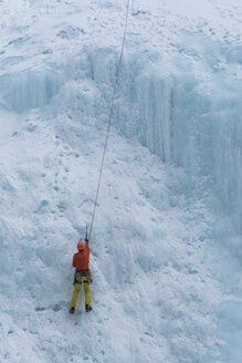 Canada, Banff National Park, ice climber - TOVF00105