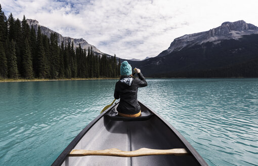 Young woman canoeing, rear view, Emerald Lake, Yoho National Park, Canada - CUF03819