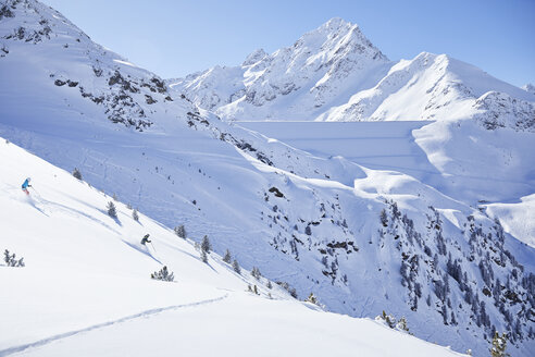 Austria, Tyrol, Kuehtai, couple skiing in winter landscape - CVF00498
