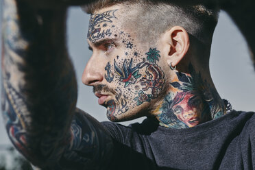 Portrait of tattooed young man outdoors - ZEDF01463
