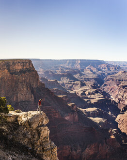 Man looking down from the edge of Grand Canyon National Park, Arizona, USA - CUF04921
