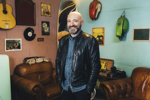 Portrait of mature man, indoors, smiling - CUF05681