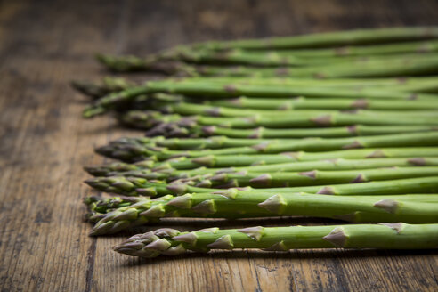 Organic green asparagus spears on wood - LVF06970