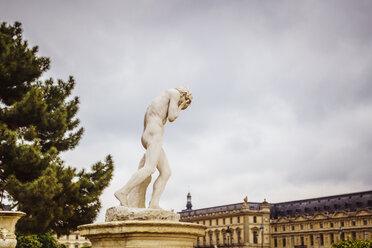 France, Paris, sculpture at Jardin des Tuileries - CHP00463