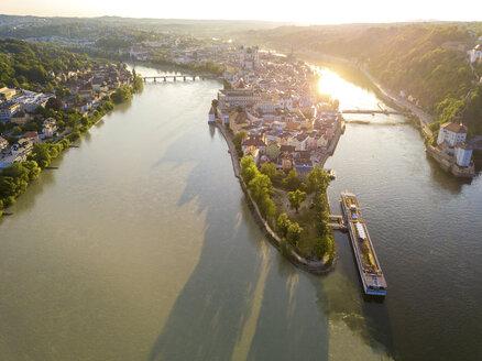 Germany, Bavaria, Passau, confluence of three rivers, Danube, Inn and Ilz - JUNF01033