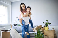 Portrait of cheerful couple moving in - BSZF00402