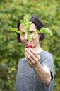 Gardener holding organic red radish - NDF00764
