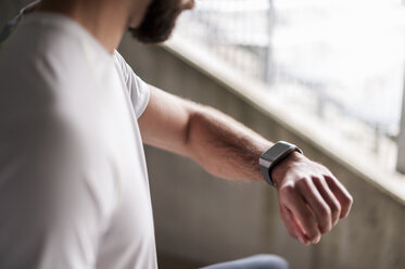 Athlete checking the time on a smartwatch - DIGF04282