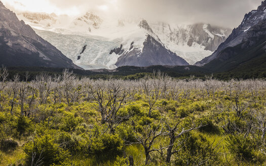 Valley landscape with low cloud over snow capped mountains in Los Glaciares National Park, Patagonia, Argentina - CUF08049