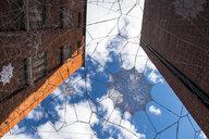 Artwork between two facades - HAMF00281