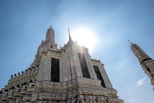 Thailand, Bangkok, temple Wat Arun at backlight - MMIF00055