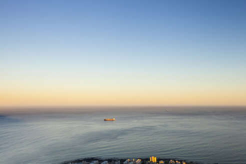 Africa, South Africa, Cape Town, Atlantic Ocean, container ship in the evening light - ZEF15427
