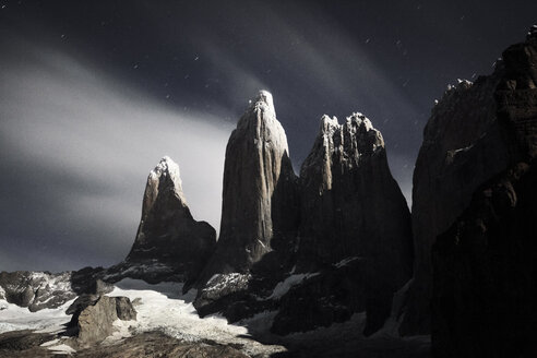 Chile, Patagonie, Nationalpark Torres del Paine at night - CVF00526