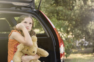 Sullen girl with teddy bear - CUF09644