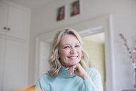 Portrait smiling, confident mature woman - HOXF03544
