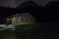 Germany, Bavaria, Berchtesgaden Alps, Wasseralm, wooden hut, milky way at night - HAMF00302