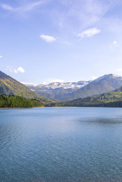 Germany, Bavaria, Sylvenstein Dam, View to Karwendel mountains in Austria - MMAF00349