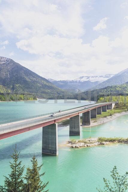 Germany, Bavaria, Sylvenstein Dam, View to Karwendel mountains in Austria - MMAF00355