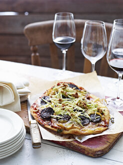 Blood sausage pizza on serving board - CUF11654