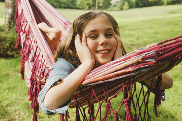 Portrait of smiling girl relaxing in hammock - ANHF00044