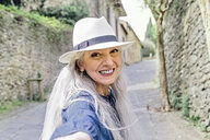 Portrait of stylish mature woman on cobbled street, Fiesole, Tuscany, Italy - CUF12076