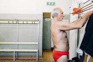 Senior man in locker room of swimming pool - CUF12601