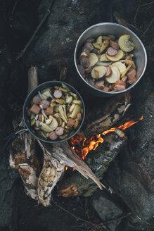 Norway, Lofoten, Moskenesoy, Food cooking on camp fire - GUSF00786
