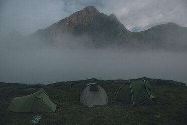 Norway, Lofoten, Moskenesoy, Horseid Beach with camp at Kamman mountain - GUSF00855
