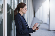 Businesswoman using tablet outdoors - DIGF04301