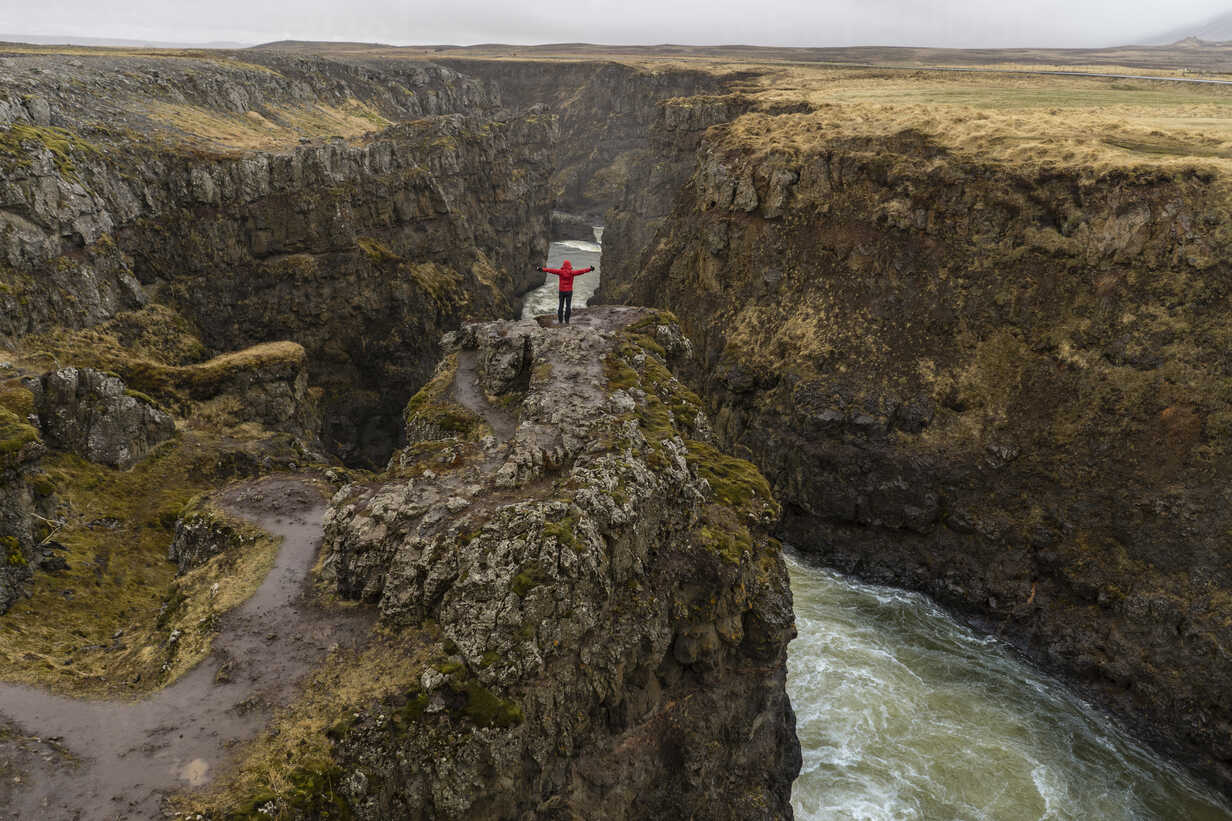 Iceland, North of Iceland, hiker looking to canyon - AFVF00528 - VITTA GALLERY/Westend61