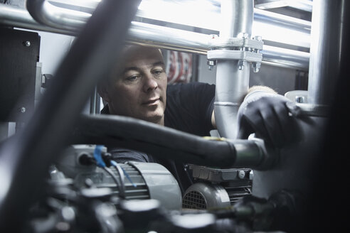 Worker checking hose line - CVF00544