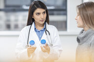 Female doctor having discussion with patient - ISF02801