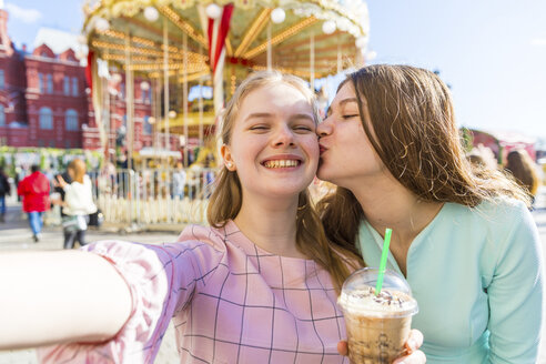Russia, Moscow, teenage girls taking a selfie at funfair - WPEF00332