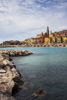 France,  Provence-Alpes-Cote d'Azur, Menton, Old Town, French Riviera at Mediterranean Sea - ABOF00359