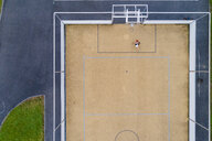 Young woman playing basketball, aerial view - STSF01584