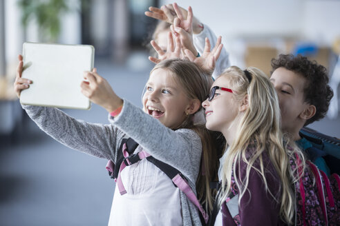 Happy pupils taking a selfie with tablet in school - WESTF24103