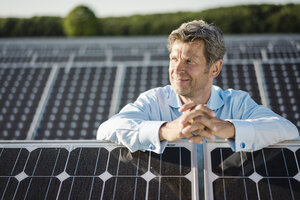 Mature man standing in solar plant - MOEF01187