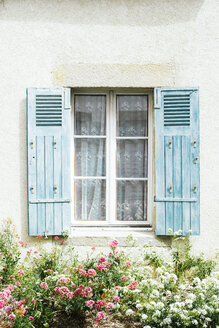 France, Bretagne, window of residential house with blue shutters - GEMF02028