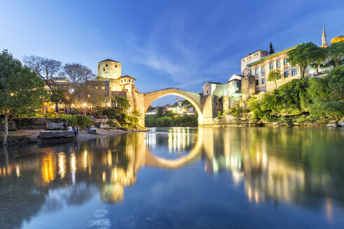 Bosnia and Herzegovina, Mostar, Old town, Old bridge and Neretva river at blue hour - FPF00158