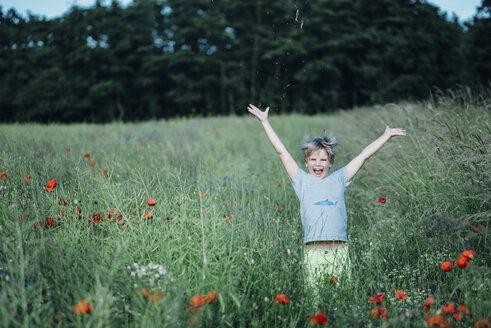 Portrait of happy boy in poppy field - MJF02302