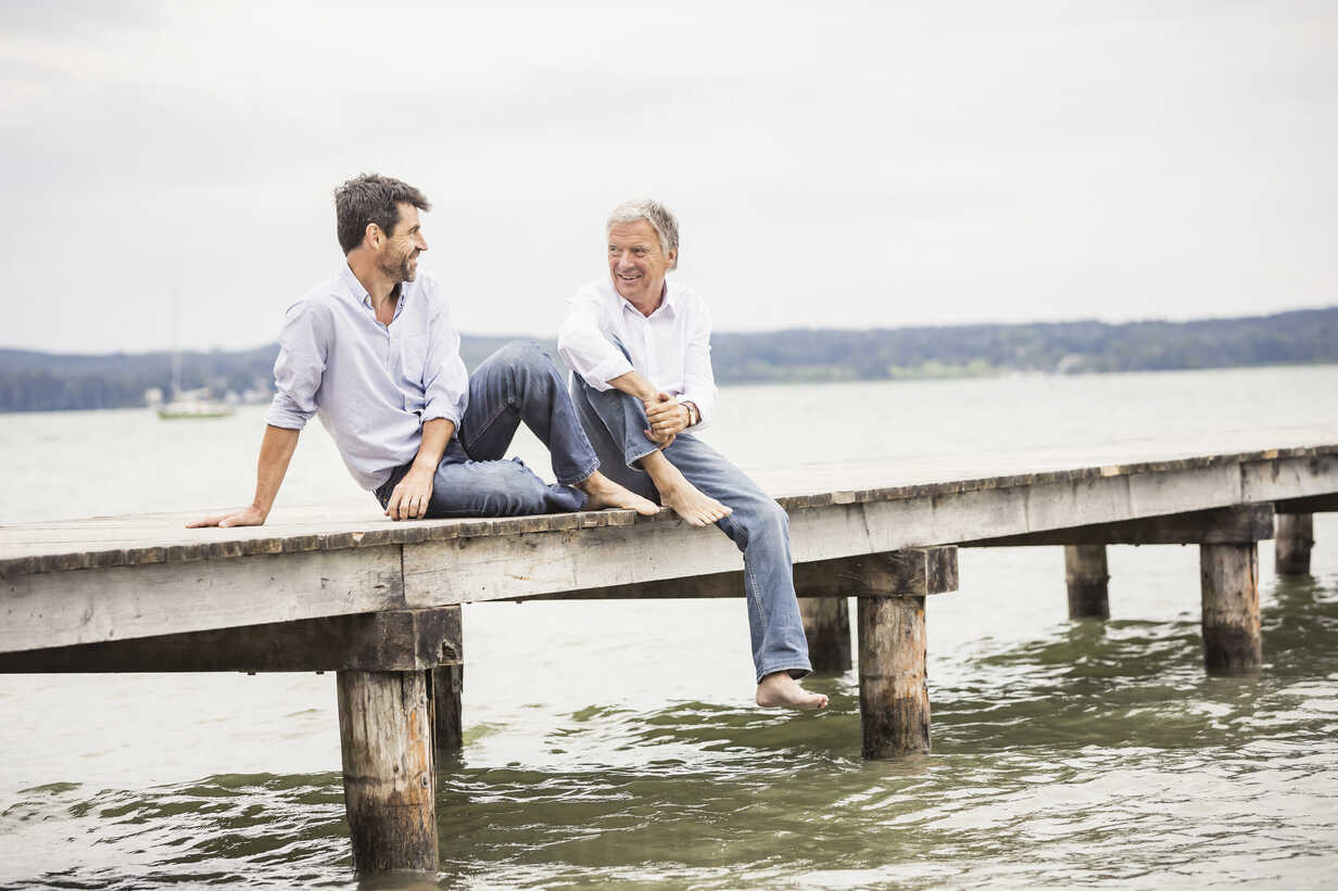 Mature male friends relaxing on pier - CUF17393 - Matelly/Westend61