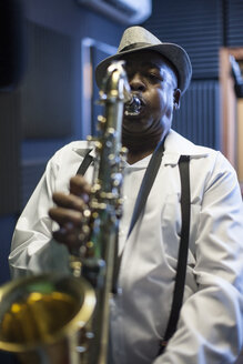 Male musician in recording studio, playing saxophone - ISF06756