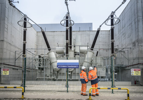 Workers with 400KV transformer in gas-fired power station - CUF18119
