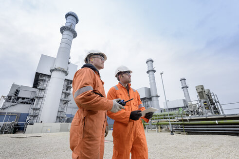 Workers at gas-fired power station - CUF18122