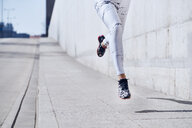 Female runner during urban workout - BSZF00438
