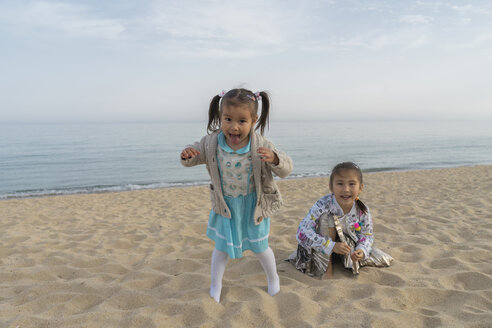 Portrait of two happy girls on the beach - AFVF00569