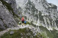 Mother and sons trekking along mountainside, Höllental, Zugspitze, Garmisch-Partenkirchen, Bavaria, Germany - CUF19930
