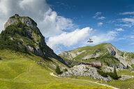 Austria, Tyrol, Maurach, Rofan Mountains, cable car, Airrofan Skyglider over flower meadow - UMF00820