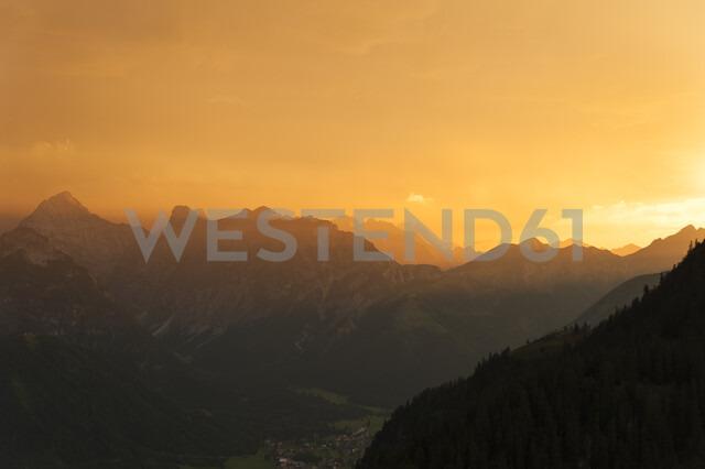 Austria, Tyrol, Maurach, Rofan Mountains at sunset - UMF00826